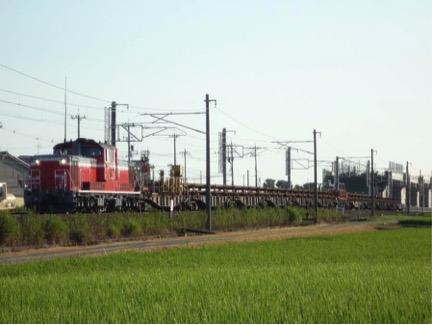 日本でも貨物輸送は盛んである。 富山市内 2010年8月