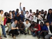 (写真:ガーナ大学の学生と交流風景)